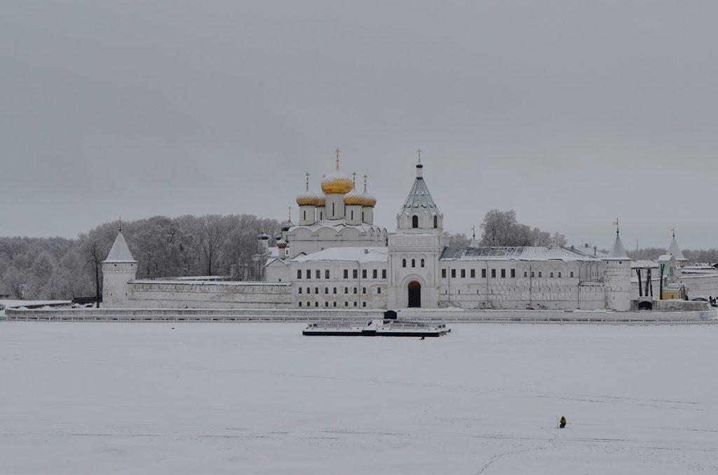svyato-troickiy-ipatevskiy-monastyr-countryscanner-1-1024x678.jpg