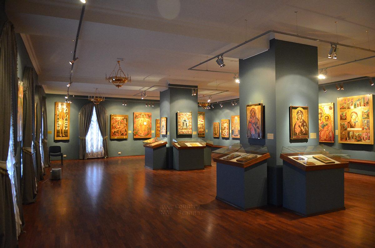 Выставки иконописи в Ипатьевском монастыре.