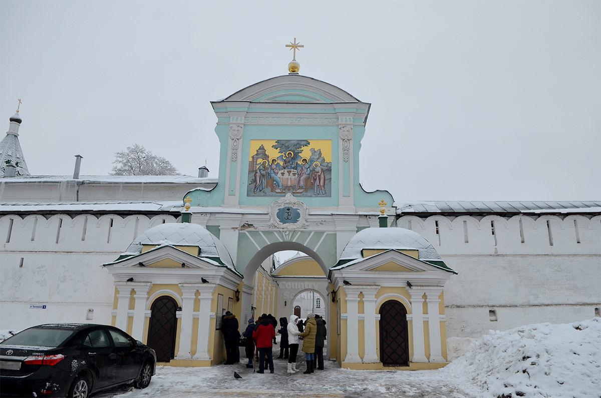 Екатерининские ворота – главный вход в Ипатьевский монастырь с северной стороны.
