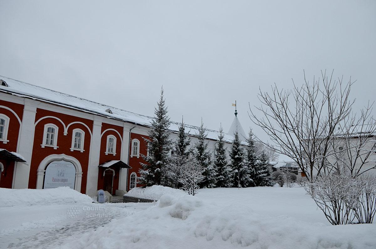 Монашеское здание Ипатьевского монастыря.