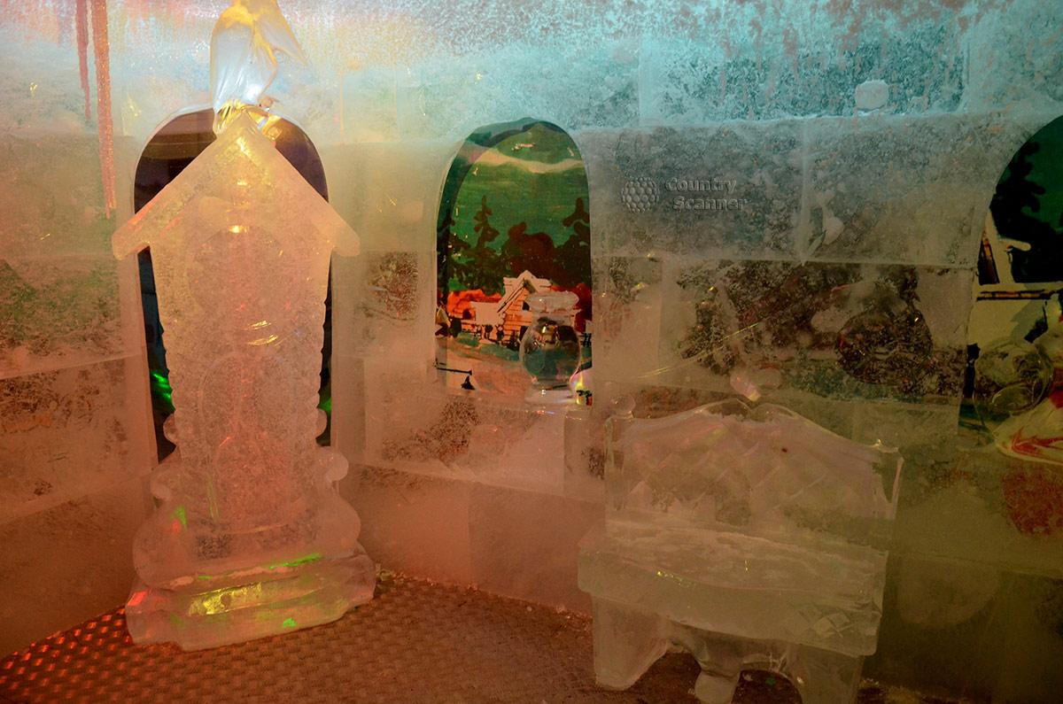 Ледяные скульптуры в Тереме Снегурочки.