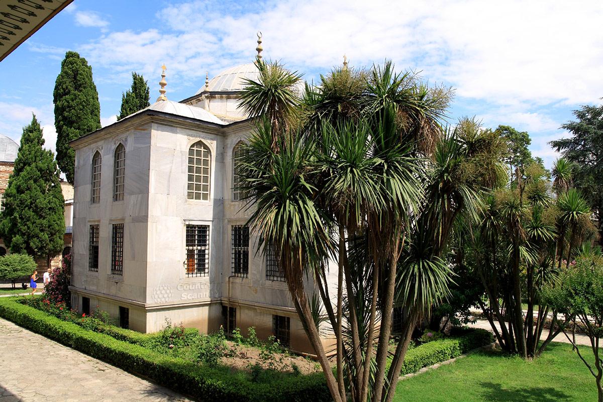 Библиотека султана Ахмеда Третьего во дворце Топкапы. Книжное собрание превышало 24 тысячи томов.