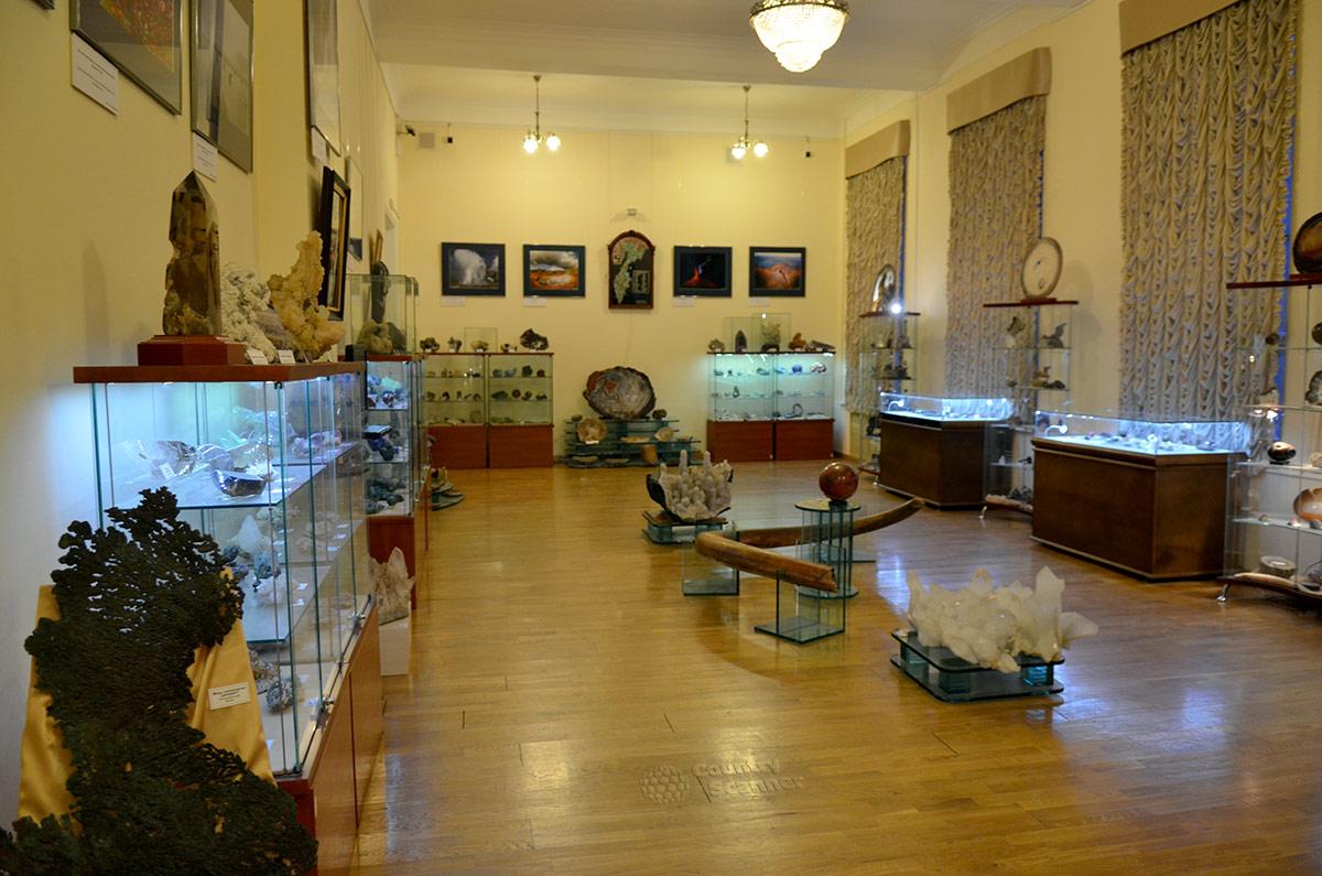 Общий вид экспозиции коллекции видного политика Сергея Миронова, преподнесенная в дар геологическому музею Вернадского после ухода с поста Председателя Совета Федерации.