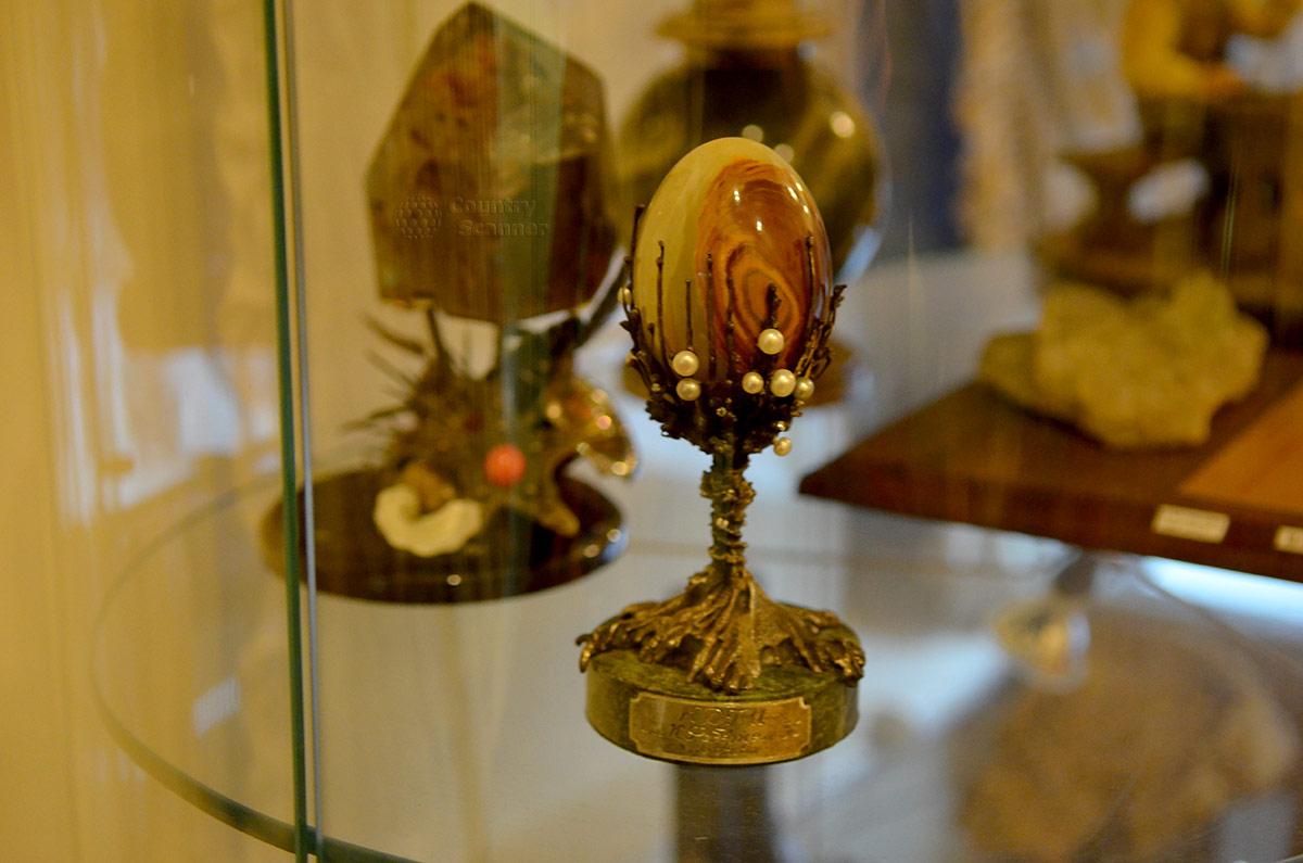 Геологический музей Вернадского. Подлинное пасхальное яйцо, изготовленное на фабрике знаменитого ювелира Карла Фаберже.
