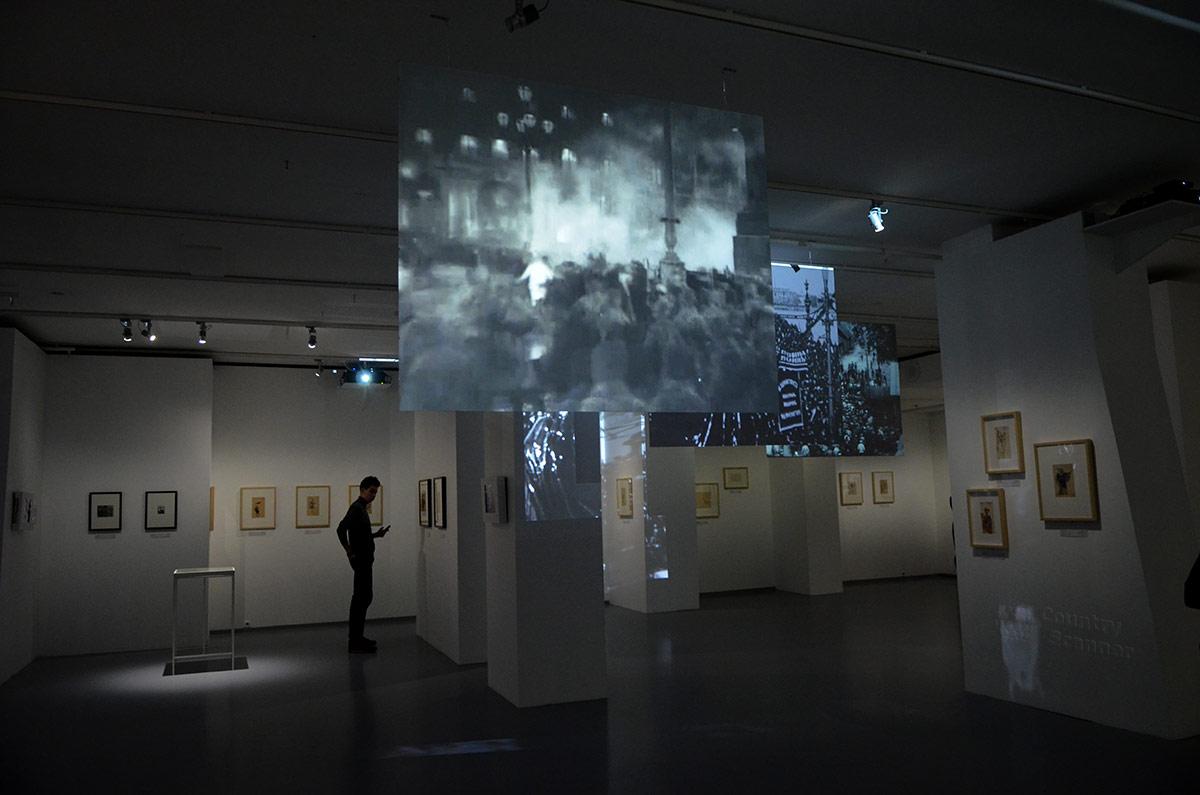 Часть обширной видеотеки мультимедиа Арт Музея