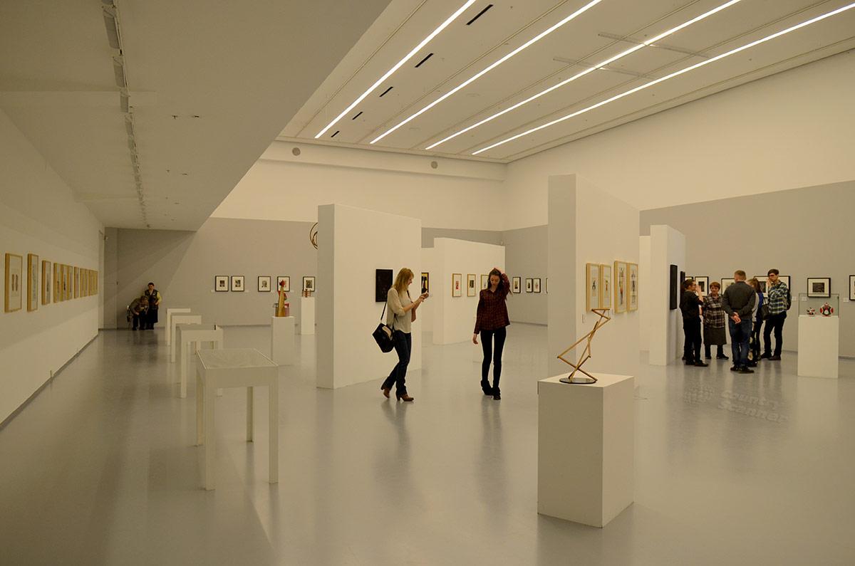 Ультрасовременное освещение в мультимедиа Арт Музее.