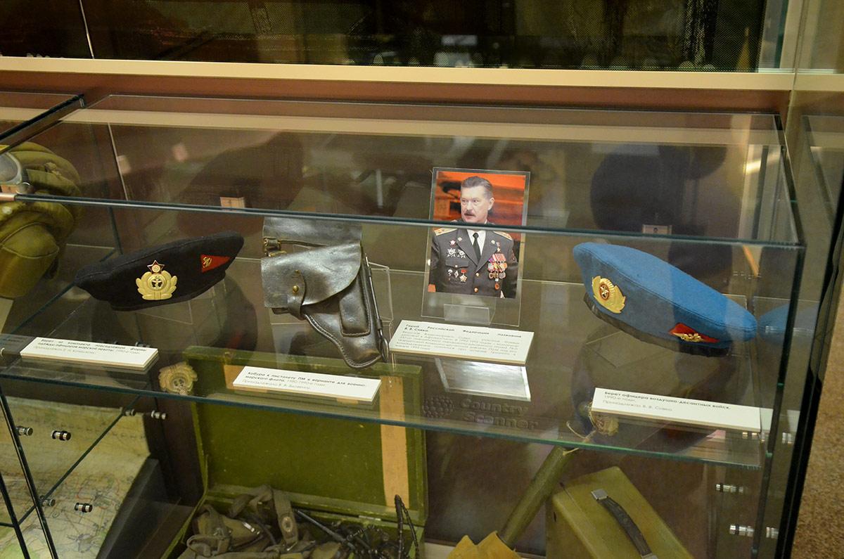 Персональный стенд командира воздушно-десантного соединения в музее Героев.