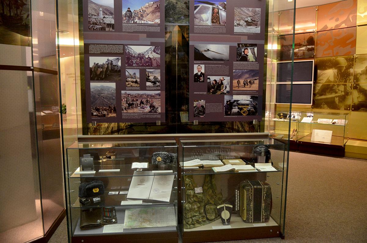 Музей Героев рассказывает об отличившихся участниках афганских событий, подвиги которых не тускнеют от ошибочности решения в вводе войск. На фотографиях стенда – природа Афганистана, боевые товарищи и сами герои.
