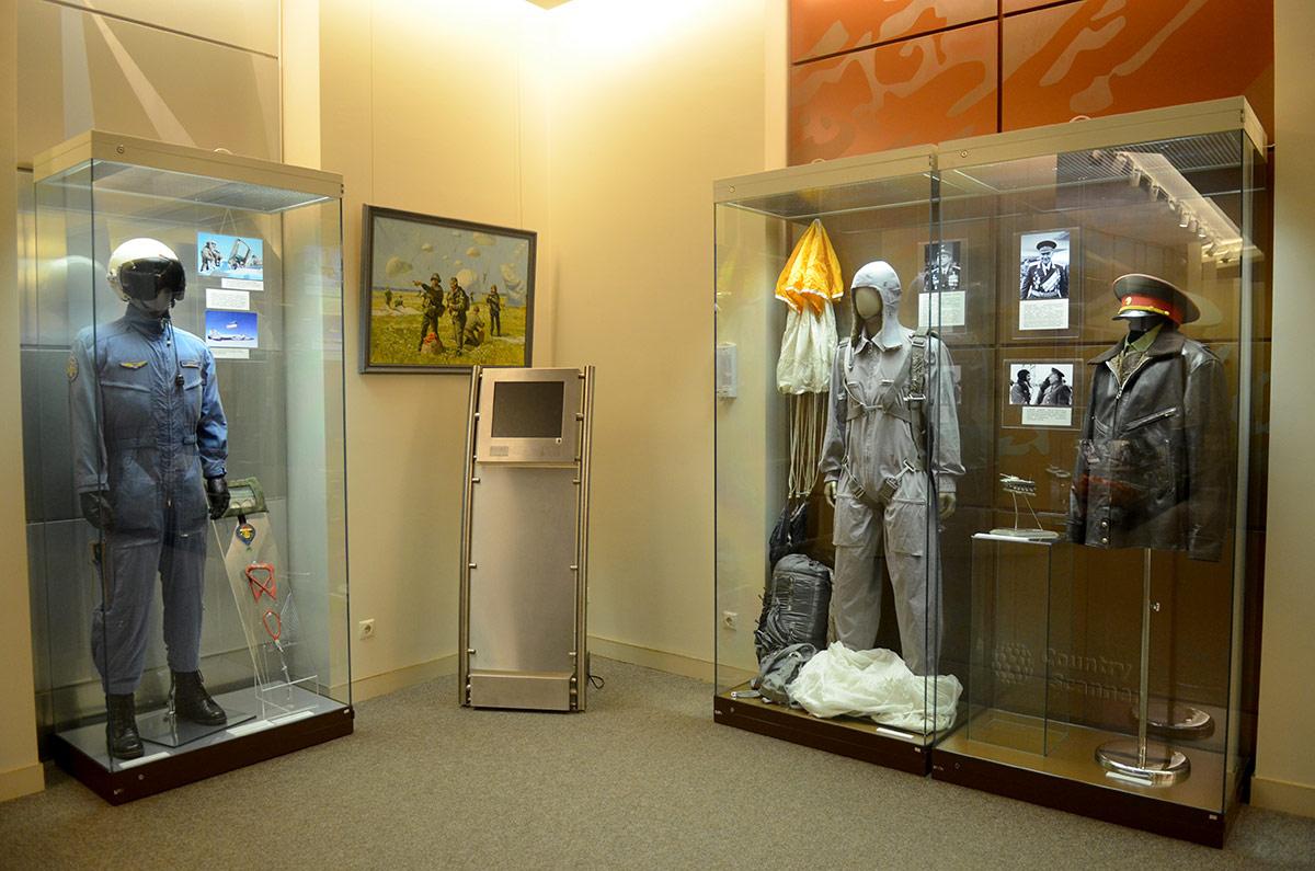 В музее Героев представлена подборка обмундирования награжденных офицеров различных родов войск