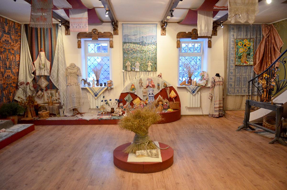 Музей льна и бересты. Картины и прочие шедевры из льна.