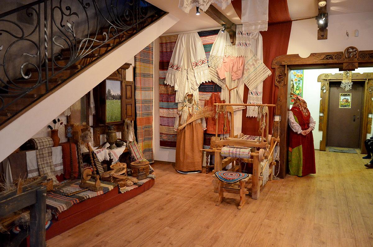 Прялка в Музее льна и бересты.