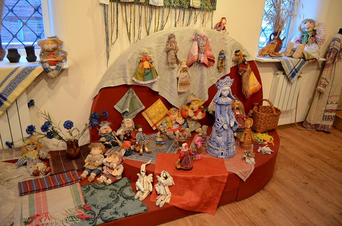 Музей льна и бересты. Льняные куклы.