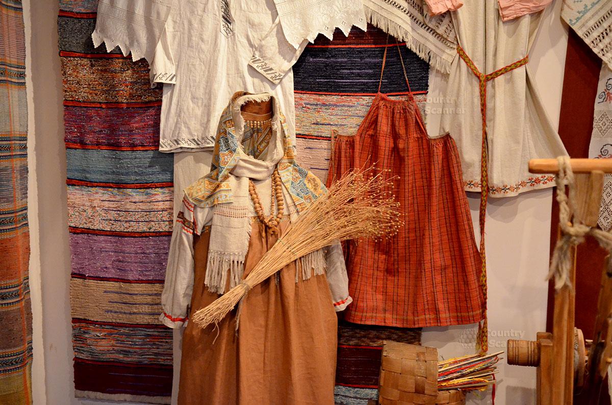 Музей льна и бересты. Исконно русские одеяния.