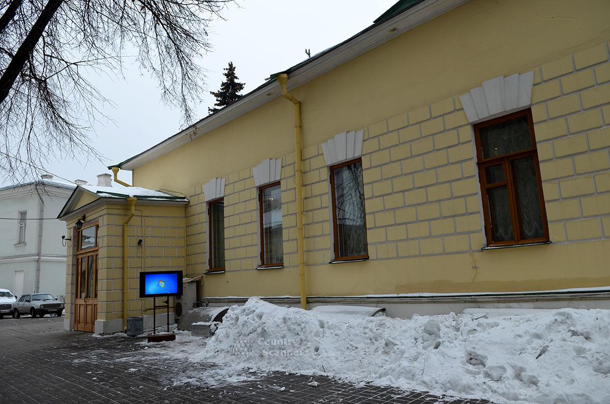 Вход в музей Льва Толстого на Пречистенке.
