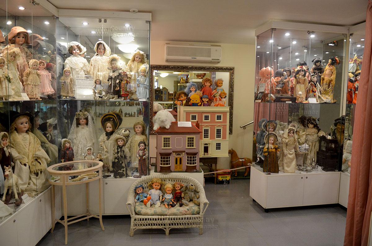 Музей уникальных кукол. Многоэтажные кукольные домики.