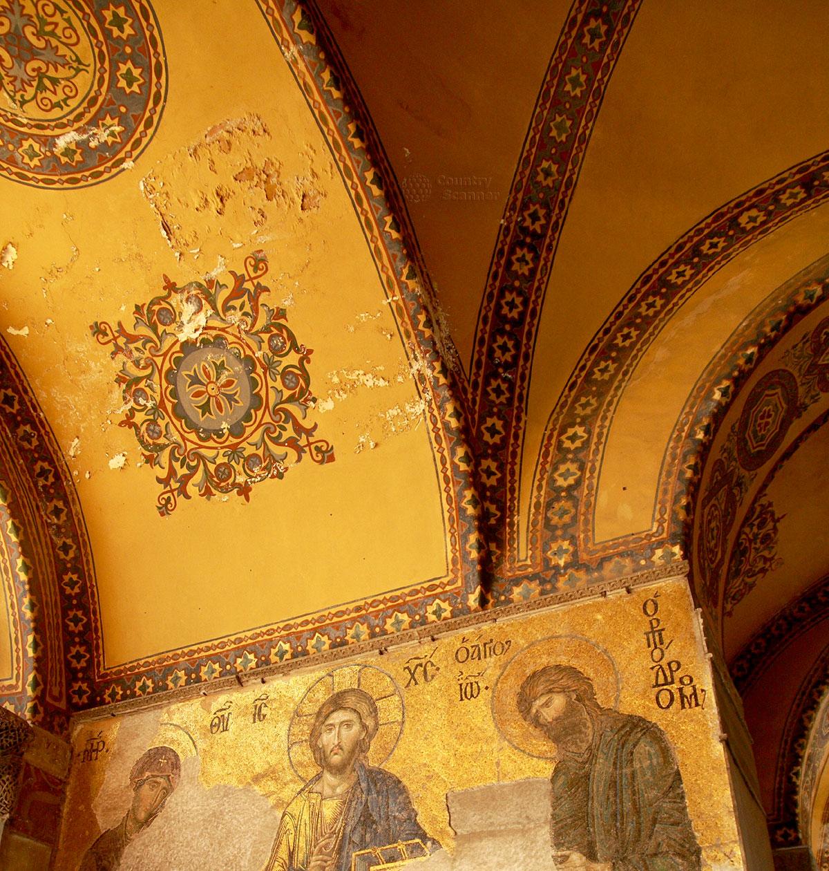 Сохранившаяся древняя мозаика Деисус в Софийском соборе. Христос в день Страшного суда, Богоматерь и Иоанн Креститель просят о снисхождении грешникам.