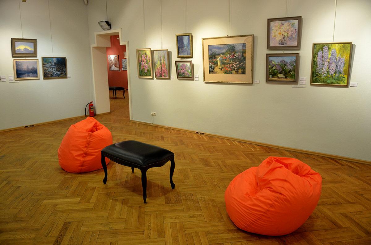 """Галерея Нагорная. Очередная экспозиция в """"белом"""" зале."""