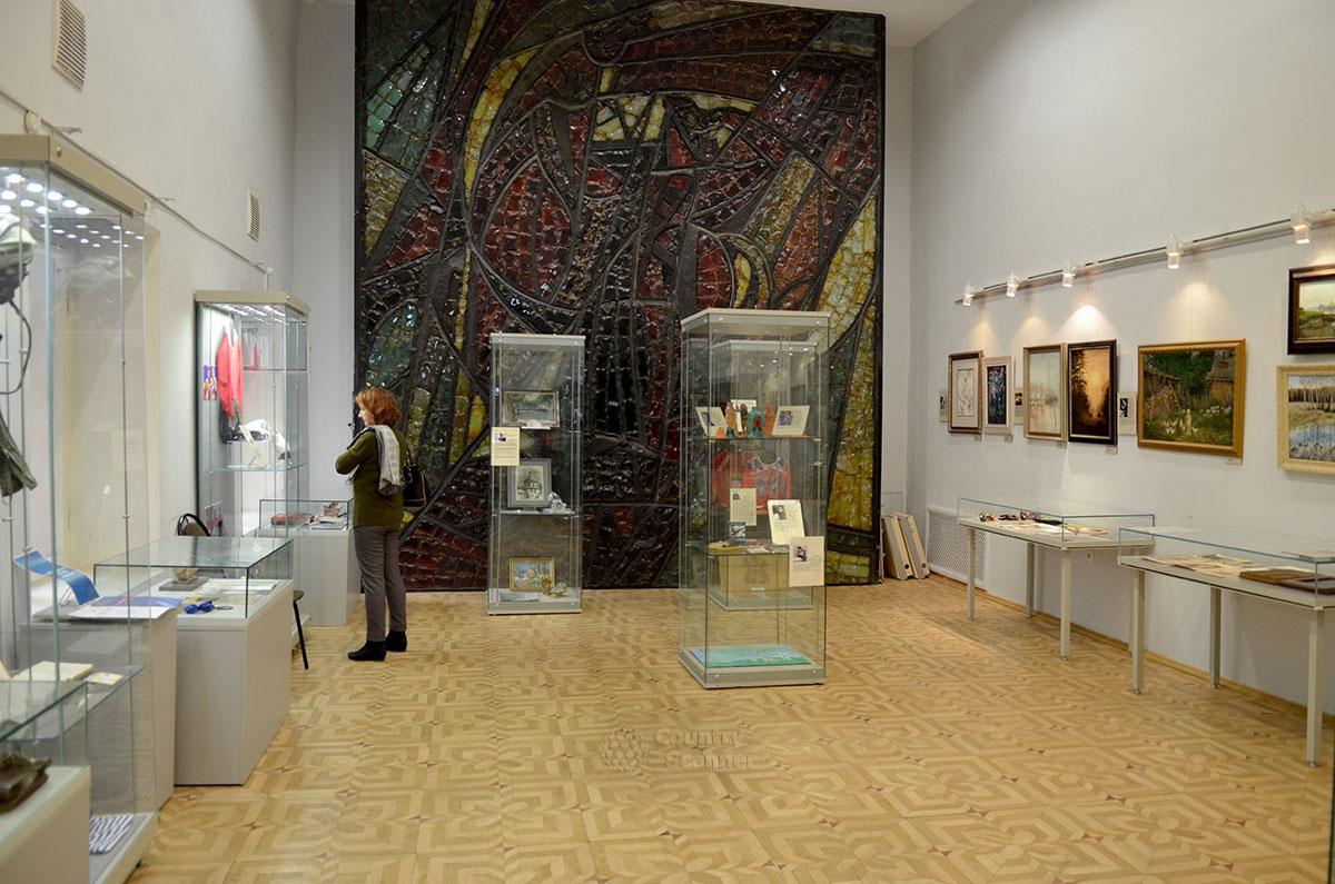 Музей Преодоление приглашает посетить одноименный зал, посвященный людям с повреждениями здоровья и их творчеству.