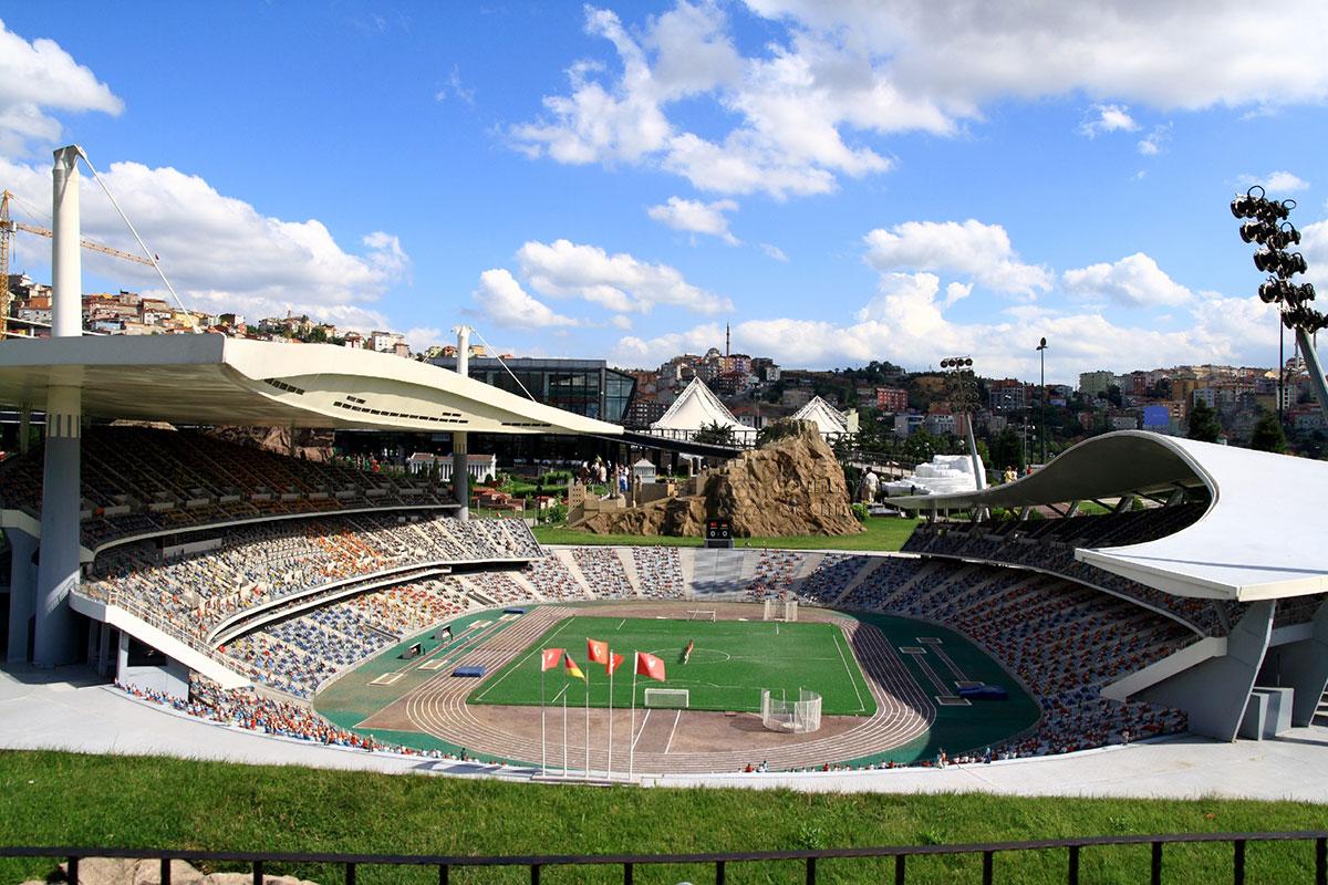 стадион имени Ататюрка в Миниатюрке