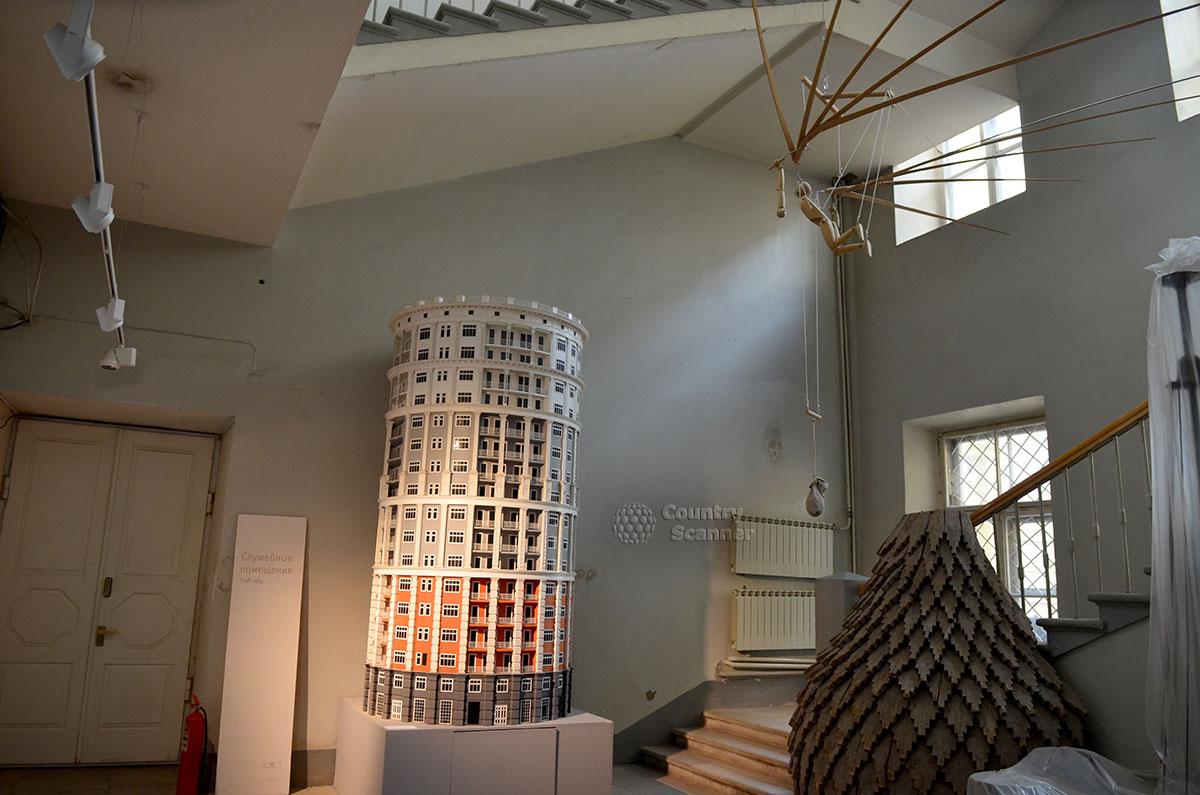 Только на мониторах можно увидеть предполагаемый облик грандиозного Большого Кремлевского дворца. Фотографировать реальные фрагменты деревянной модели сооружения в залах архитектурного музея запрещено категорически.