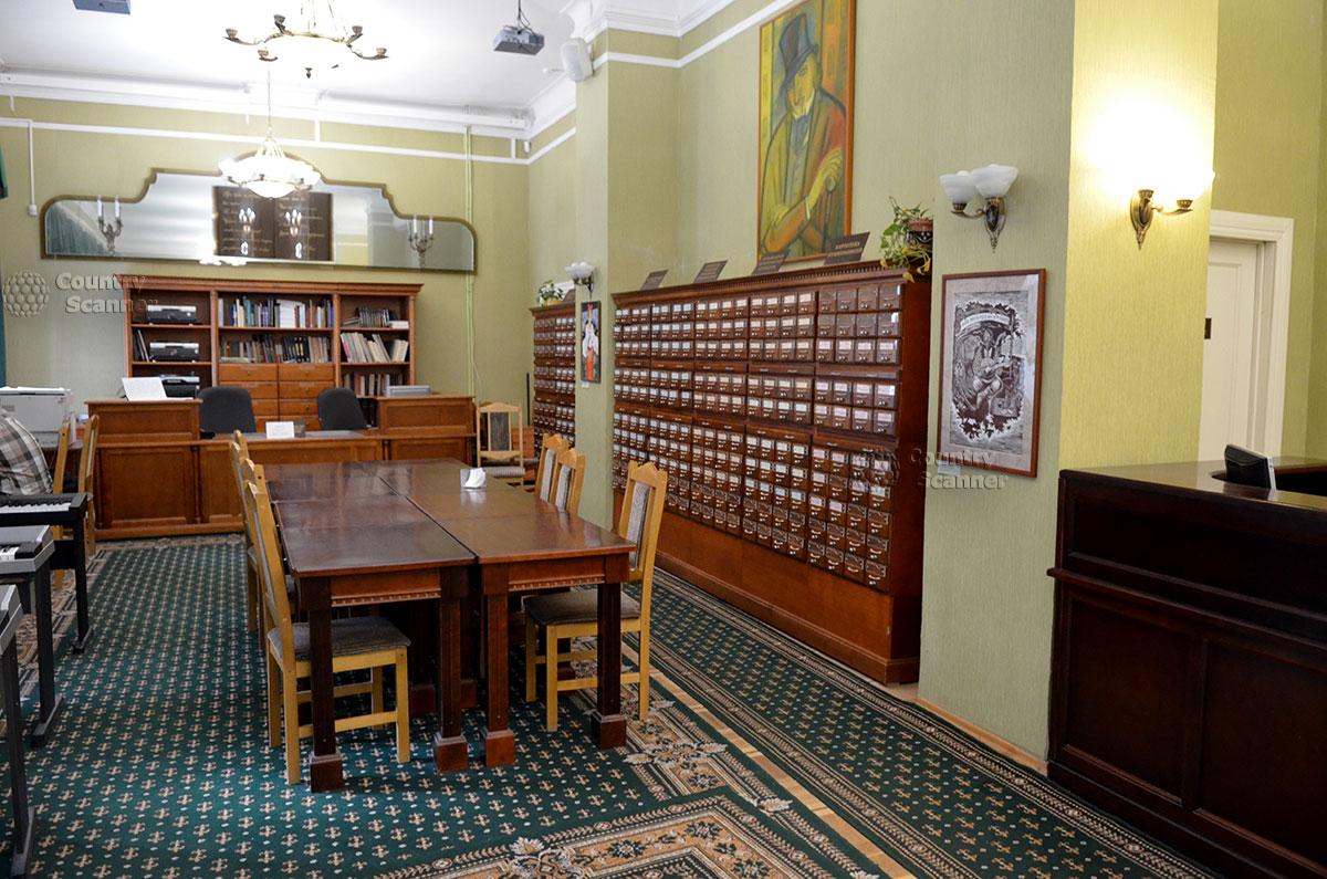 Абонементный зал научной библиотеки, существующей совместно с музеем Гоголя. Учреждения взаимно дополняют друг друга, о конфликтах речи нет.