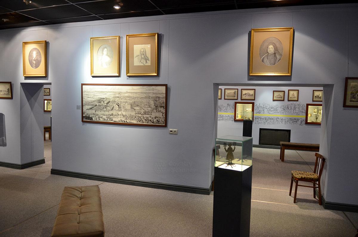Второй зал музея Лефортово составляет вместе с первым единое экспозиционное пространство. Широкие проемы в стене делают ее не разделительной перегородкой, а дополнительной площадью для размещения экспонатов.