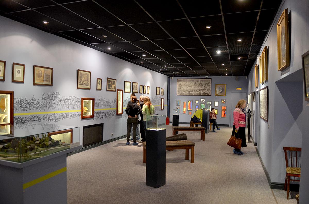 Общий вид экспозиции одного из сообщающихся залов музея Лефортово, единственного в Москве посвященного истории только одного городского района.