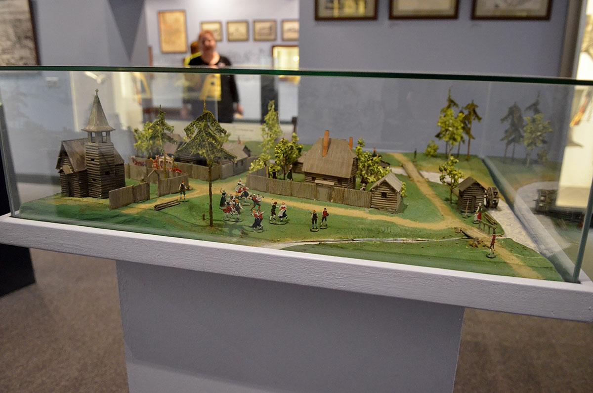 Посетителям музея Лефортово представлен макет старинных сооружений Лефортовской слободы. Жилые усадьбы соседствуют с храмом, рядом на речке водяная мельница.