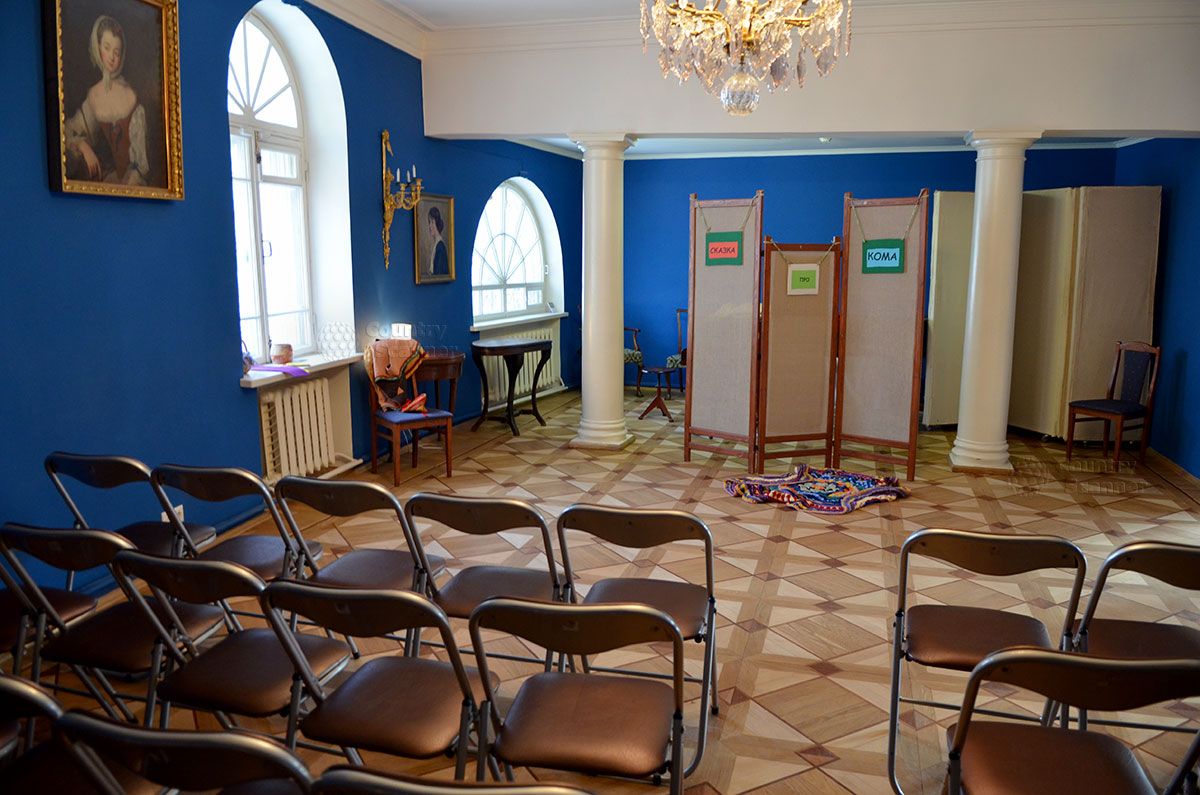 Заключительный зал музея Алексея Толстого, оборудованный взамен ранее находившихся здесь кухни и подсобных помещений. Используется для проведения массовых мероприятий.
