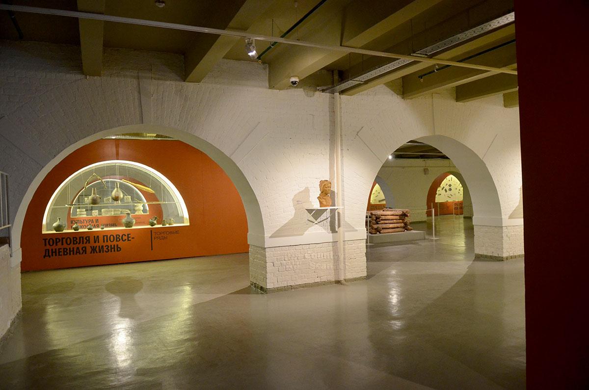 Общая концепция размещения экспонатов в музее Москвы оставляет в удобном для восприятия виде интерьер Провиантских складов, представить характер их использования по первоначальному назначению.