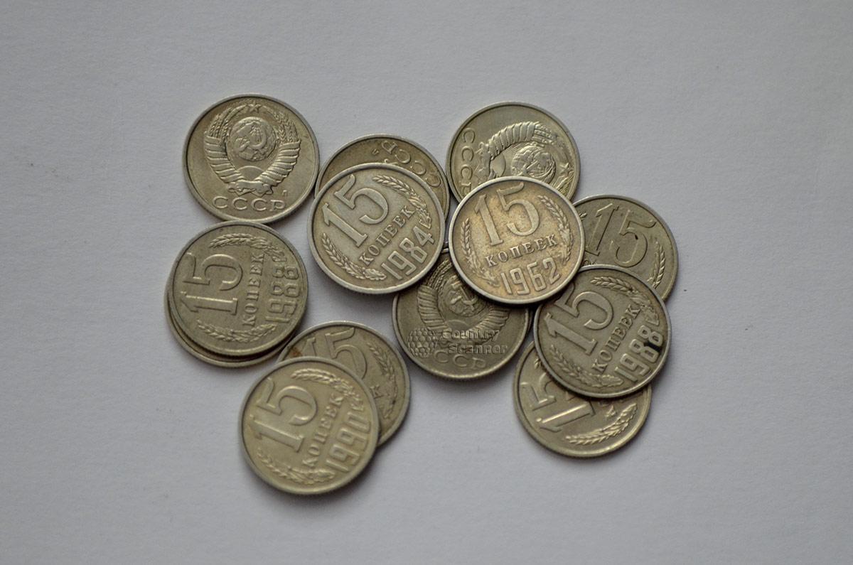 Монеты номиналом 15 копеек, которыми до сих пор оплачиваются игры в музее советских игровых автоматов.