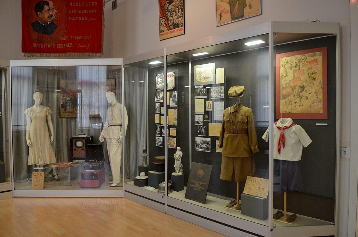 Экспозиция музея современной истории России, повествующая о жизни советских людей в 30-е годы прошлого века.