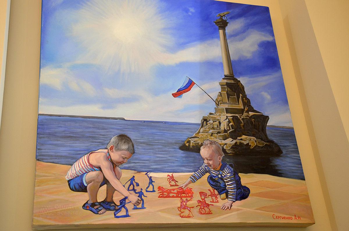 Играющие дети на фоне памятника затопленным кораблям в Севастополе – красноречивое свидетельство нормальной жизни населения полуострова, демонстрируемое музеем современной истории России.