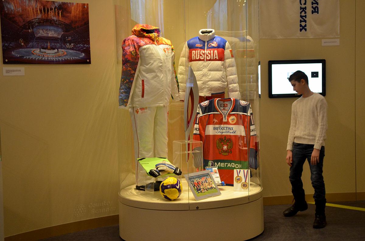 Свидетельства крупнейшей победы российских спортсменов на зимних Олимпийских играх 2014 года в Сочи, демонстрируемые в музее современной истории России.