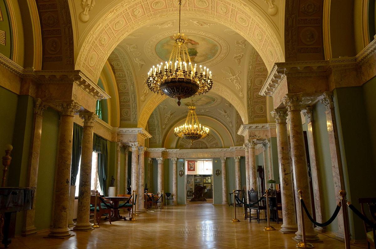 Восстановленное в прежнем облике помещение Английского клуба, занимавшего в дореволюционный период нынешнее здание музея современной истории России.