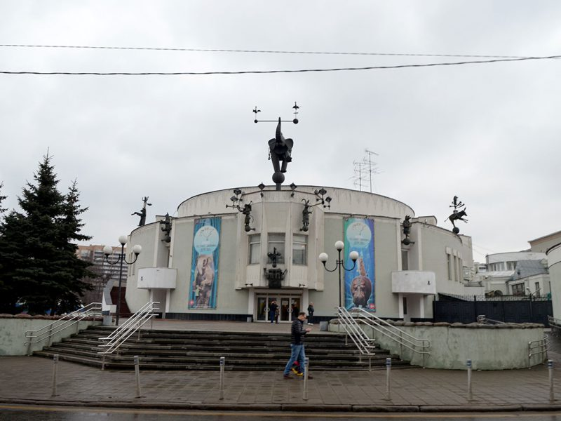 Уголок Дурова. Главный вход в театр Дурова