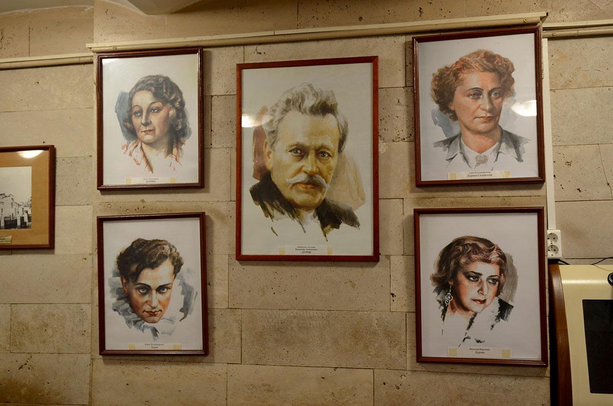 Уголок дедушки Дурова. Портреты знаменитых дрессировщиков и циркачей.