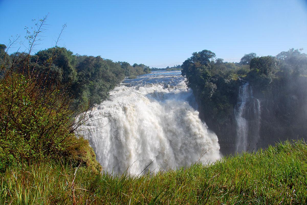 Водопад Виктория. Бурлящий поток