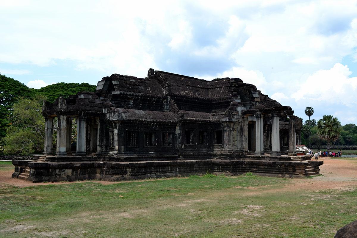 Внутренний двор Ангкор-Ват