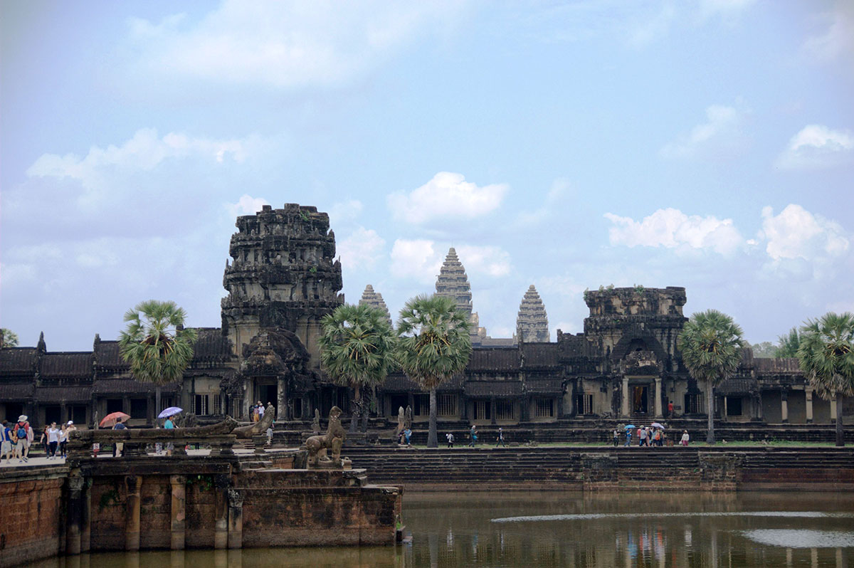 Храм Ангкор-Ват стоит на болоте