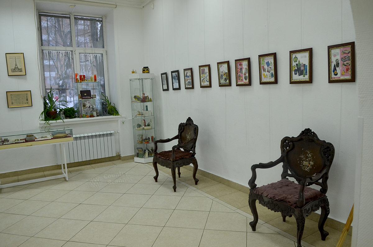 Винтажная мебель в галерее Варшавская.