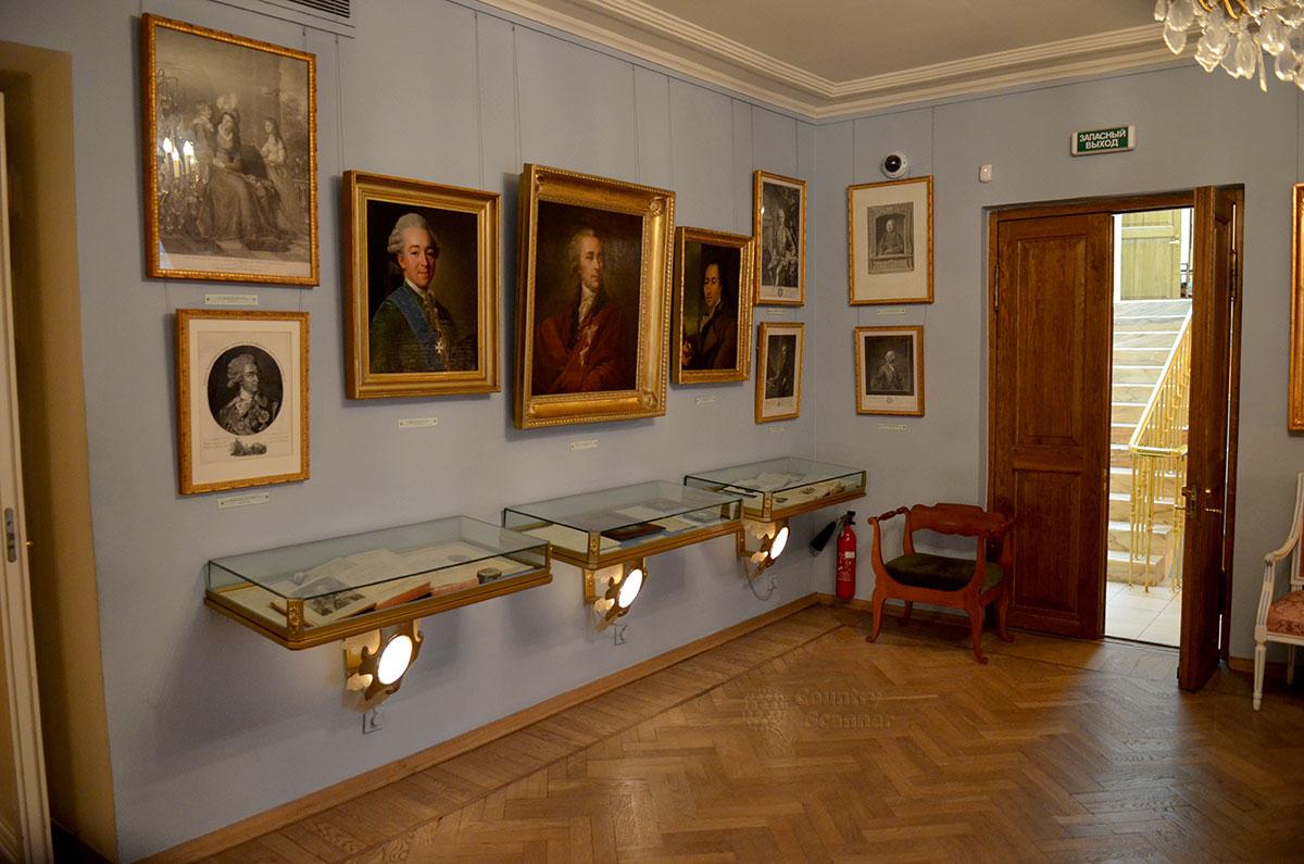 Пролог – зал, посвященный XVIII веку, в самом конце которого родился будущий литературный гений. Здесь музей Пушкина представляет величайших представителей того времени, прижизненные издания произведений известнейших писателей и поэтов.