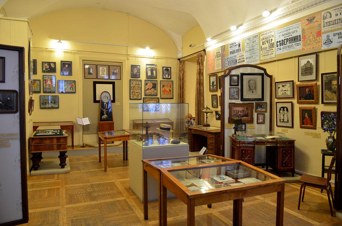 издание картинки литературного музея голова находится внизу