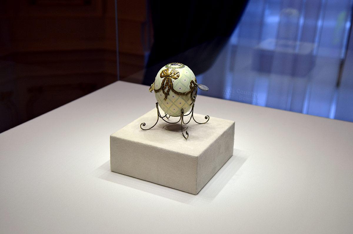 Подарочное яйцо Орден Святого Георгия – последнее произведение знаменитого ювелира, один из ценнейших экспонатов музея Фаберже. Подарок матери последнего русского императора.