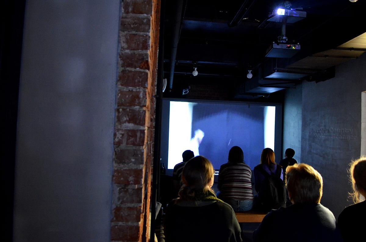 Демонстрационный зал музея ГУЛАГа, где посетители могут увидеть и услышать воспоминания оставшихся в живых заключенных сталинской репрессивной машины.
