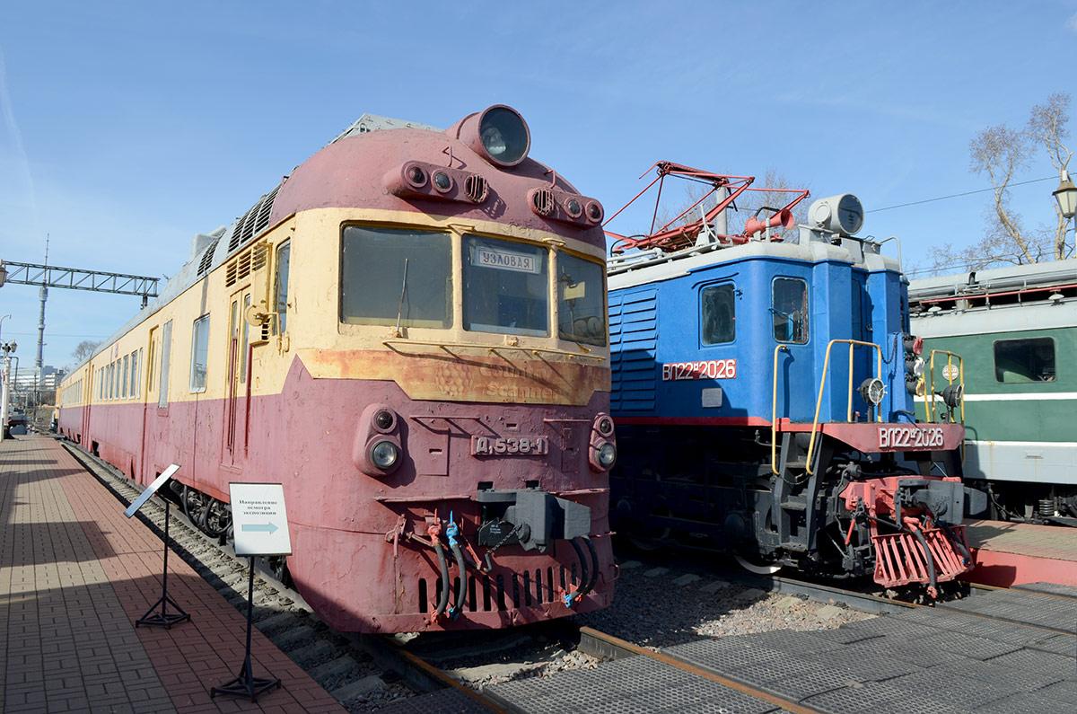 Дизельный поезд Д1 венгерского производства – один из экспонатов музея железнодорожного транспорта, изготовленный партнерами СССР по социалистическому блоку государств.