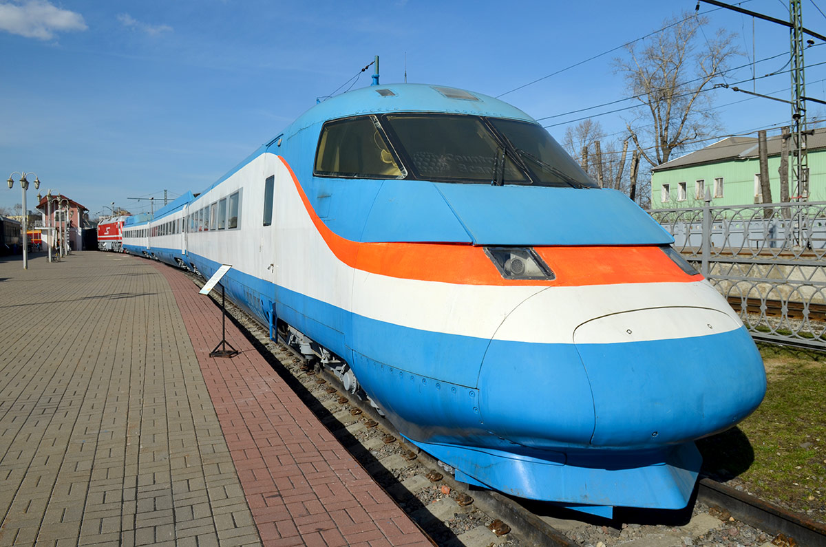 Электропоезд Сокол, переданный музею железнодорожного транспорта после неудовлетворительных испытаний на безопасность. Заменен на германский Сапсан.