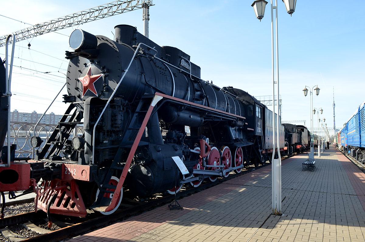 Паровоз, маркированный буквой Л в честь главного конструктора Коломенского завода Лебедянского, руководителя разработки. Выставленный в музее железнодорожного транспорта экземпляр собран в 1954 году.