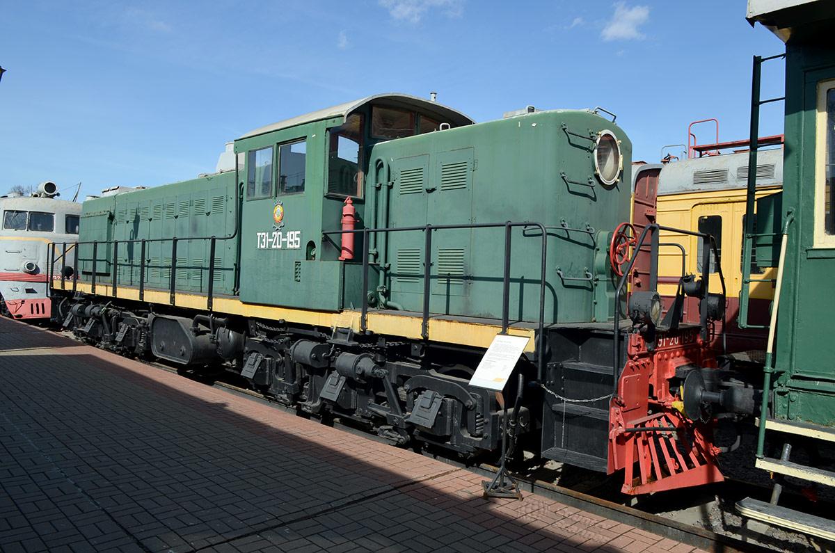 Один из первых послевоенных тепловозов отечественного производства на путях музея железнодорожного транспорта. Маркировка его ТЭ1-20-195 отражает технические параметры.
