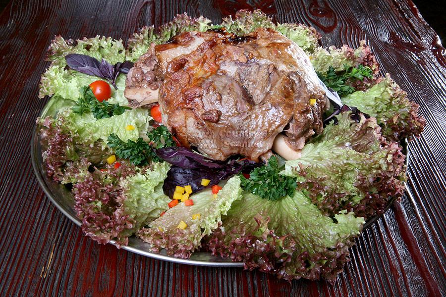 Лучшие повара Сочи соревнуются в приготовлении шашлыка